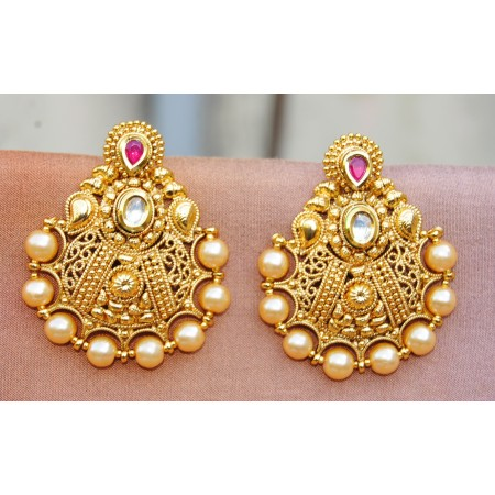 Pearly Gold Dangler With Maang Tikka