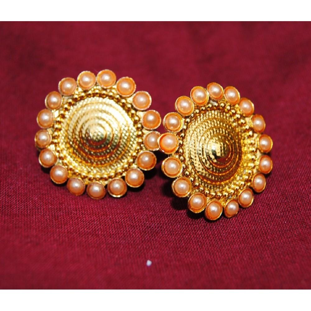 8283013fa9bb2 Golden Pearl Gold Stud